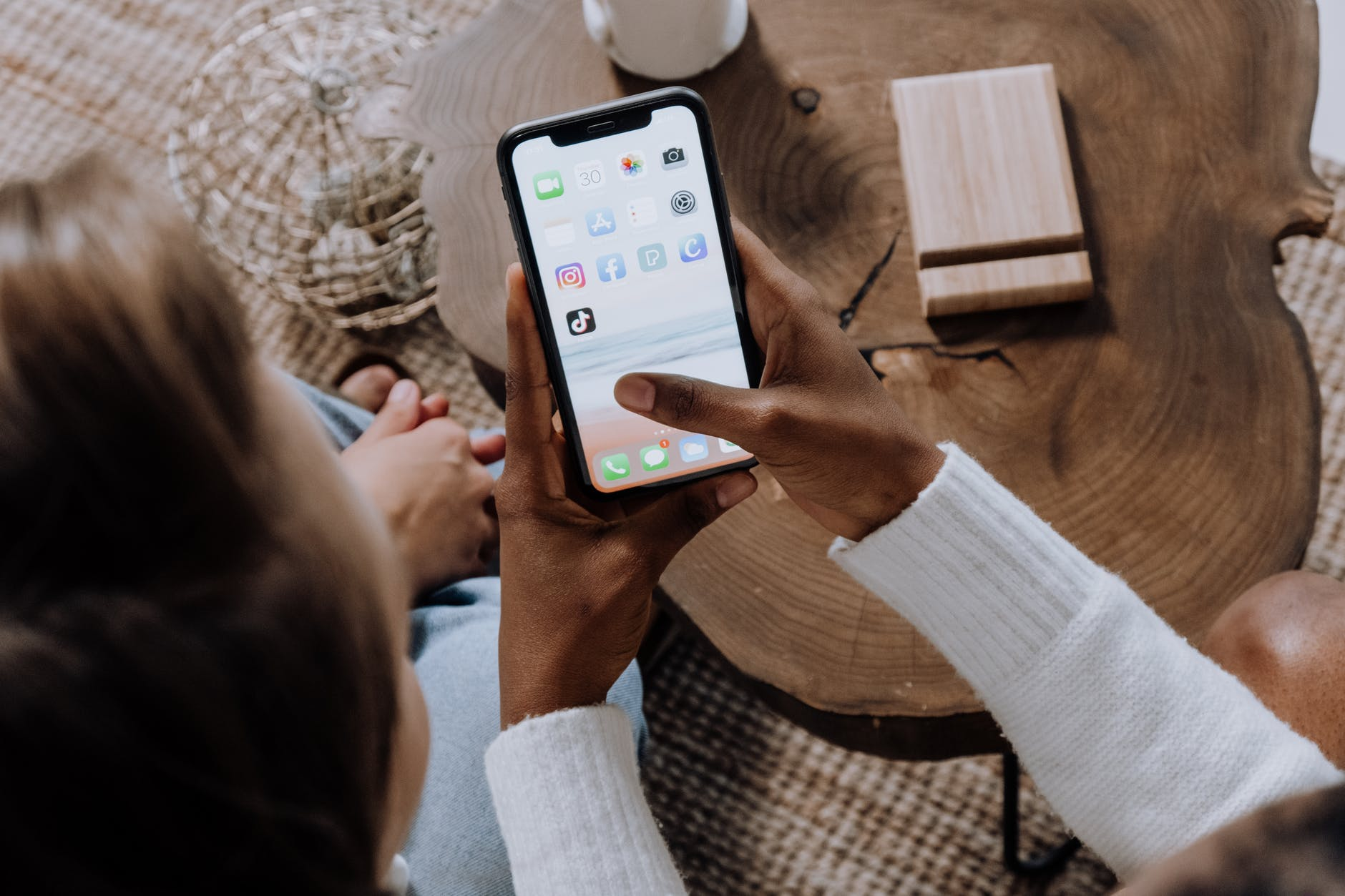 Read more about the article All You Need To Know About Instagram Story Ads